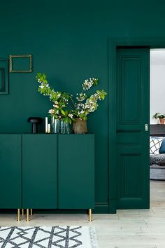 Inspiration to take the plunge into the dark walls trend. 60 Lovely Interior Design That Always Look Fantastic – Inspiration to take the plunge into the dark walls trend. Ikea Design, Dark Walls, Dark Green Walls, Green Kitchen Walls, Kitchen Colors, Green Painted Walls, Green Dining Room, Gray Green, Green Wall Paints