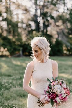 Love this bride's simple yet glamorous hairpiece | Image by Zoe Morley Photography