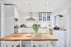Köket är totalrenoverat 2014. Kullaviks Kaprifolväg 6 - Bjurfors