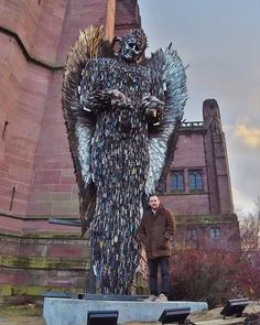 The knife angel at Liverpool Cathedral ! I will be in Liverpool today and tomorrow. Angel Sculpture, Lion Sculpture, Liverpool Cathedral, Angel Statues, Sculptures, People People, Halloween, Artist, Image