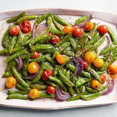 Italian Roasted Snap Peas: You expect to find Italian seasoning with tomatoes -- but snap peas? The combo works surprisingly well. Try this hands-free side dish with roasted or grilled chicken. Summer Side Dishes, Side Dishes Easy, Side Dish Recipes, Vegetable Recipes, Veggie Meals, Vegetarian Recipes, Healthy Recipes, Baked Summer Squash, Appetizer Recipes