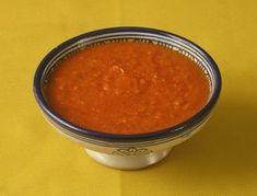 Calentar emos en una sartén, el aceite y añadiremos el ajo rallado. Incorporaremos el tomate ...