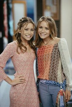 these were my absolute favourite outfits back in the day. i had a poster of this pic on my wall, that i gotten from a magazine i'd bought for the sole reason that they were on the cover. mary kate and ashley olsen in 2002.