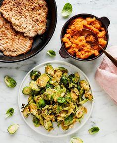 Possupihvit ja sinappiset ruusukaalit   Liha, Arjen nopeat   Soppa365 Sprouts, Risotto, Vegetables, Ethnic Recipes, Koti, Vegetable Recipes, Veggies