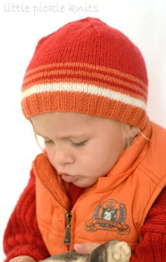 Cute kids hats in fun stripes to keep little ones warm this winter. Knit these adorable SUPER EASY and SUPER QUICK little stripy hats. I have