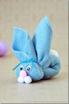 A criançada vai adorar fazer estes coelhinhos feitos de toalha. Imagem e tutorial Sumos Sweet Stuff Lindas ideias e muita inspiração! Bjs, Fabiola Teles. Você vai pre...