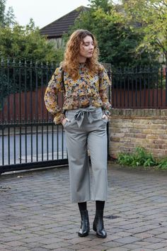 Blogger Summer Read of The Twins Wardrobe wears Zara houndstooth print culottes with floral blouse and Vagabond ankle boots