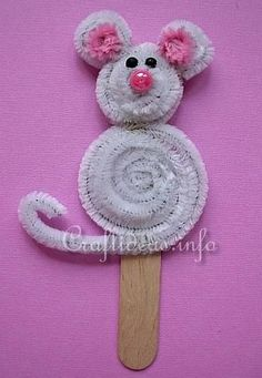 Chenille / Pipe Cleaner Popsicle Stick Mouse (Note to self: cute idea for a little puppet, bookmark, felt board story, etc) Popsicle Stick Crafts, Craft Stick Crafts, Preschool Crafts, Kids Crafts, Craft Projects, Arts And Crafts, Popsicle Sticks, Resin Crafts, Animal Crafts For Kids