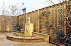 Immagine di http://static.giardinaggio.org/mobili-da-giardino/grigliati-e-frangivento/grigliati-frangivento-in-legno_N2.jpg.