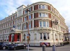 How to find Hallmark Hotel The Queen, Chester. Use the directions on this page to find our hotel in Chester. Chester City Centre, Hotel Breaks, Chester Zoo, Hotel Reception, Hotel Guest, Weekend Breaks, Bus Station, Traffic Light, Best Western