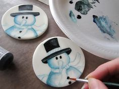 Painting on fondant - by Jenni Price...I LOVE painting on fondant! I am wanting to try stuff like this...