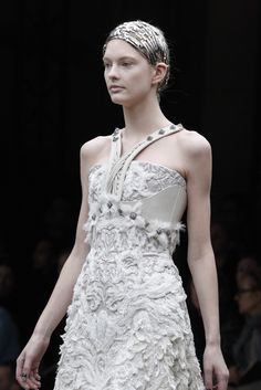 Alexander McQueen Fall 2011 Ready-to-Wear - Collection - Gallery - Style.com