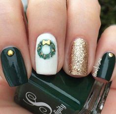 71 Christmas Nail Art Designs & Ideas for 2019 Christma. - 71 Christmas Nail Art Designs & Ideas for 2019 Christmas Wreath Nail Idea - Christmas Gel Nails, Xmas Nail Art, Christmas Nail Art Designs, Holiday Nails, Christmas Nail Stickers, Nagellack Design, Nagel Gel, Green Nails, Gorgeous Nails