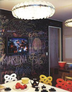 crazy cool kitchen....chalkboard wall