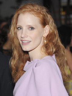 There is nothing wrong with a subtle approach by downplaying your makeup to show off your dress! #lavender #JessicaChastain
