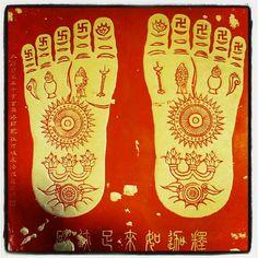 """Buddha's feet"" markings"