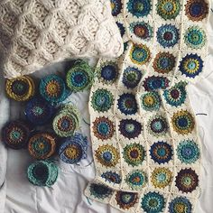 🌻 Happy Friday 🌻 #ps50sretroafghan #bonnielikesyarn #crochet #sunburstgrannysquare #craftastherapy_mygranny #bhooked #i_loveknitting