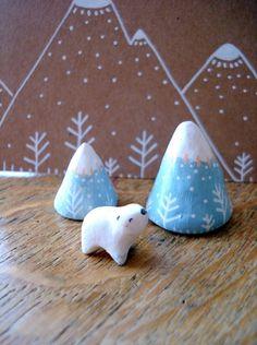 """Paysage-totem """"Les montagnes de l'ours"""" oMamaWolf figurine en porcelaine froide : Accessoires de maison par omamawolf"""