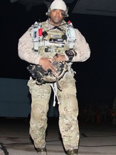 On August Chief Petty Officer (SEAL) Kevin Houston was one of 30 American service members who were killed in action during a mission in the Wardak province of Afghanistan. Military Gear, Military Police, Special Forces Gear, Naval Special Warfare, Us Navy Seals, My Champion, Special Ops, United States Navy, Armed Forces