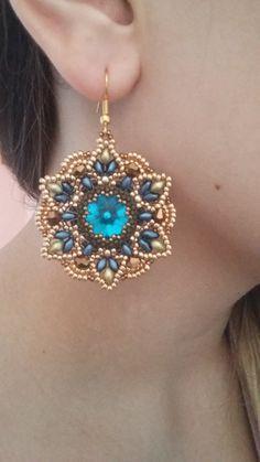 Diy Photo Tutorial Pdf Eng& Earrings by MoonroseCreation Seed Bead Jewelry, Bead Jewellery, Seed Bead Earrings, Jewelry Findings, Motifs Perler, Twin Beads, Beaded Earrings Patterns, Earring Tutorial, Bijoux Diy