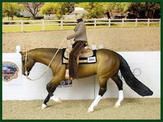 Western Pleasure - the reins should be loose - by Susan Hargrove - model horse