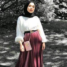 Modern Hijab Fashion, Street Hijab Fashion, Hijab Fashion Inspiration, Muslim Fashion, Mode Inspiration, Modest Fashion, Fashion Outfits, Pleated Skirt Outfit, Hijab Dress