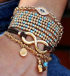Gorgeous Layered Gold Bangles and Bracelets diy-jewelry-inspiration Jewelry Box, Jewelery, Jewelry Accessories, Fashion Accessories, Jewelry Design, Jewelry Making, Gold Jewelry, Bullet Jewelry, Gothic Jewelry