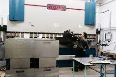Uno sguardo dentro l'azienda: la piegatura. #acciaio #arredonegozi  A look inside the company: the press bending. #steel #furniture #retail