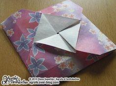 V oilà les explications pour réaliser un modèle ultra simple de tatô , une enveloppe japonaise pour petit objet plat, dont je vous parlais ici. Pliez votre carré suivant les diagonales, puis ouvrez-le. Rabattez les sommets en positionnant leur pointe...