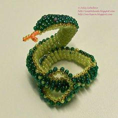 Oh this looks beautiful, I'll give it a shot     Beading for the very beginners: Beaded 3D snake
