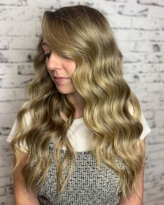 The movement looks flawless on long tresses. These soft Hollywood waves are so much better with a golden beige balayage. Latest Hairstyles, Wedding Hairstyles, Drop Dead Beautiful, Hollywood Waves, Long Wavy Hair, Beige, Long Hair Styles, Beauty, Long Hairstyle