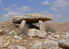 dolmen 1 en yebel al mutawwak