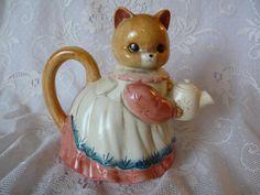 Takahashi Kitty Cat Ceramic Tea Pot Hand Painted