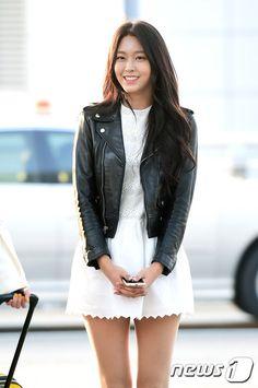 [Photos] Seolhyun (AOA) xinh đẹp cùng nhóm lên đường đến Hong Kong Seolhyun, Kpop Girl Groups, Kpop Girls, Korean Beauty, Asian Beauty, Kim Seol Hyun, Athleisure Trend, Asian Celebrities, Beautiful Asian Women