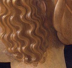 Particolari di opere: Giovanna Tornabuoni. Ghirlandaio, tempera su tavola del 1488. Museo Tyssen-Bornemisza, Madrid. I biondi capelli sono raccolti dietro e dalla scriminatura centrale sulla testa scendono in boccoli morbidi a coprire parzialmente le orecchie: interessante che abbia messo qualche riccetto staccato dal gruppo di boccoli per renderli più veritieri e che sulla nuca ce ne siano, sotto la crocchia verso la base del collo, alcuni più radi e corti.