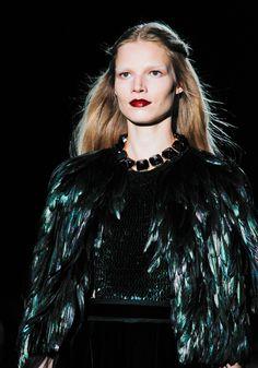Suvi Koponen au défilé Gucci automne-hiver 2012-2013 http://www.vogue.fr/mode/cover-girls/diaporama/le-top-suvi-koponen-en-50-looks/9383/image/565858#33