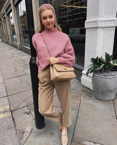 Ispirazioni in rosa perché… on Wednesdays we wear pink Fall Fashion Outfits, Fall Winter Outfits, Autumn Winter Fashion, Trendy Outfits, Spring Fashion, Daily Fashion, Style Fashion, Paris Street Fashion, Street Looks