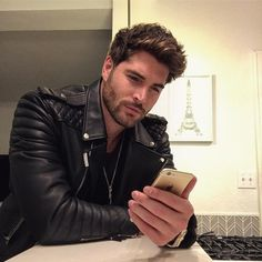 Men's Leather Jackets: How To Choose The One For You. A leather coat is a must for each guy's closet and is likewise an excellent method to express his individual design. Leather jackets never head out of styl Nick Bateman, Leather Men, Leather Jacket, Mode Man, Canadian Men, Hommes Sexy, Good Looking Men, Beard Styles, Haircuts For Men