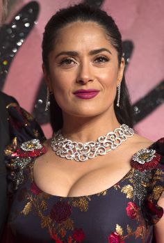 Salma Hayek - Very Nice Cleavage Arriving At The Fashion Awards in London ) - SuperiorPics Celebrity Forums Salma Hayek Hair, Salma Hayek Style, Salma Hayek Body, Beautiful Girl Photo, Beautiful Girl Indian, Beautiful Indian Actress, Beautiful Actresses, Salma Hayek Pictures, Actrices Hollywood