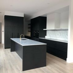 New Age Veneers Navlam Sandblasted™ 'Black Pearl' used in this stunning black and white kitchen by Staff Room, Cleaning Wood, Laundry In Bathroom, Kitchen Cabinetry, Black Kitchens, Home Reno, Joinery, Future House, Modern Contemporary