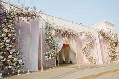 Wedding Backdrop Design, Wedding Hall Decorations, Wedding Stage Design, Backdrop Decorations, Reception Stage Decor, Wedding Reception Backdrop, Wedding Entrance, Indoor Wedding Ceremonies, Gate