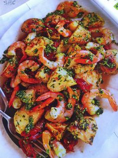 Prawn, pesto & roast potato salad!! Roasted Potato Salads, Roasted Potatoes, Prawn Salad, Ratatouille, Paella, Pesto, Appetizers, Dining, Cooking