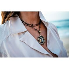 The Leafy necklace at the sandy beach? Sometimes opposites attract! #bellestarraccessories #swarovski #hechoenmexico