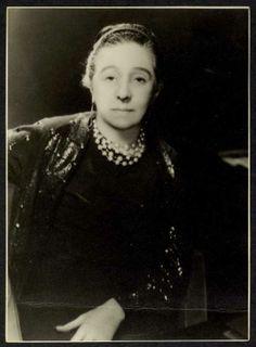 Portrait de Jeanne Lanvin, années 1930. Photographe Arik Nepo © Patrimoine Lanvin. #Lanvin125