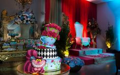 Bolo | Cake | Bolo para Festa Infantil | Bolo Decorado | Festa Infantil | Bolo Divertido | Festa Infantil | Tema Alice | Bolo temático | Alice no País das Maravilhas