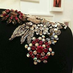 Shoulder details are one of my favorite embellishment ideas. It really balances out my pear shape Couture Embroidery, Embroidery Fashion, Beaded Embroidery, Embroidery Patterns, Hand Embroidery, Sewing Patterns, Couture Details, Fashion Details, Diy Fashion