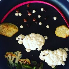 Baked cauliflower #cauliflower #sheeps #sheep #partyfood #foodart #funfood #cutefood #kids #kidsfood #donkeyandthecarrot