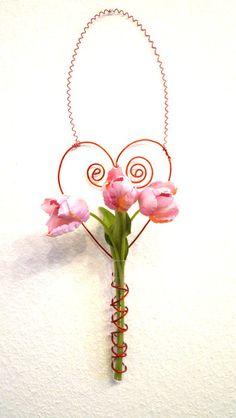 Herz Dekoration/Vase aus Draht, rot ohne Blumen von Modeschmuckstübchen Andrea auf DaWanda.com