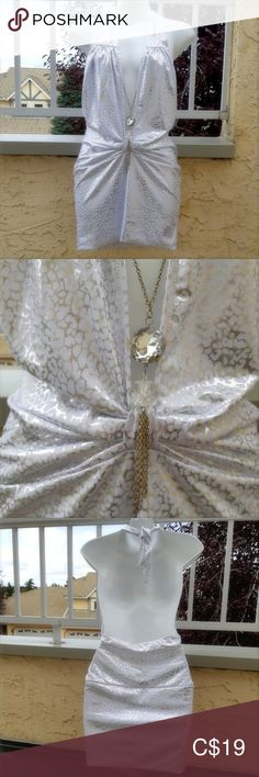 White & Silver Halter Top w/Rhinestone Chain White & Silver Halter Top with Removable Rhinestone Chain Decoration Approx: Underarm to Hem Underarm to Underarm Elastic at the back so there is a bit of stretch Clothing Tag was Removed EUC FD Tops Clothing Tags, One Clothing, Lifeguard Hoodie, Cream Long Sleeve Tops, Black Off Shoulder Top, Sequin Tunic, White Kimono, Lululemon Hoodie, Leopard Print Top
