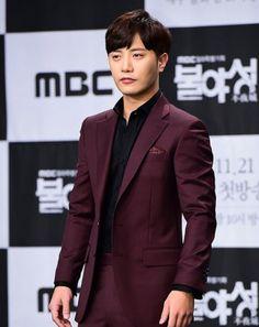 ภาพที่ถูกฝังไว้ Jin Goo, Suit Jacket, Breast, Actors, Suits, Jackets, Fashion, Down Jackets, Moda